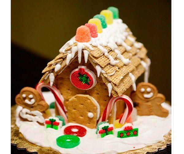 Нам понадобятся:  картон или плотный ватман, карандаш, линейка, ножницы.  Вспомнив уроки геометрии и черчения, проектируем домик. Дом можно спроектировать по своему вкусу, хоть трехэтажный. Детали аккуратно вырезать.