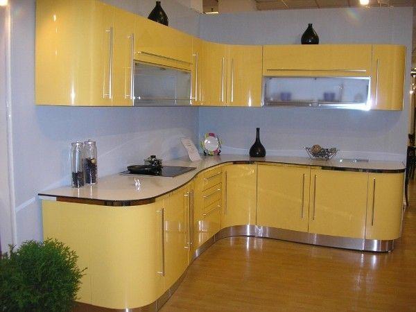 Переменам в облике кухни помогают и новые технологии, так, например, современные материалы могут иметь и глянцевую, и матовую поверхность.