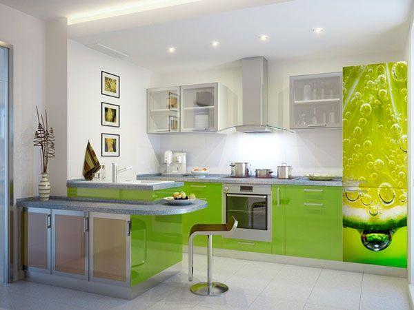 Фисташковый зеленый, лимонный желтый, персиковый или алый — такие оттенки легко сочетать с другими: для каждого найдутся дополнительные цвета в схожей гамме и подходящие тона древесины.