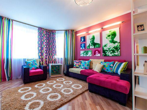 Если вам больше по душе яркий интерьер гостиной — проследите, чтобы все красочные детали гармонировали между собой и создавали единый ансамбль. В пространстве перегруженном цветом очень сложно долго находиться и, тем более, отдыхать.
