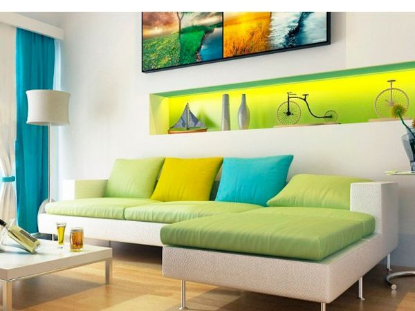 Цвет обивки мебели и текстиль  также играют важную роль в интерьере гостиной. Добавляйте красочные контрастные подушки для придания гостиной современного вида.