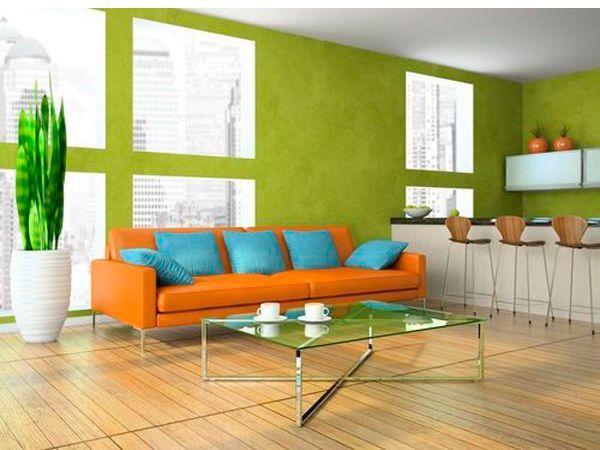 Главное помнить, что сочные оттенки гостиной предъявляют особые требования к выбору предметов мебели и аксессуаров. Сложные архитектурные композиции здесь не нужны.