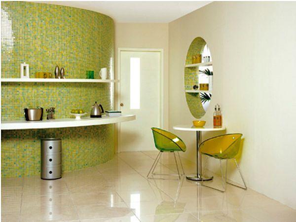 Для кухонь больших размеров прекрасно подойдут мраморные полы из мозаики или мраморной крошки. Мрамор всегда богатый материал для отделки. А мраморная крошка создаст неповторимый дизайн, который выгодно будет выделять мебель.