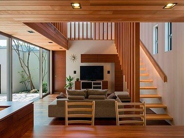 Грубость, необработанность древесины хорошо работает на контрасте, внося в «цивилизованный» декор уместную шероховатость, оживляющую пространство. Четким линиям и продуманному, интеллектуальному дизайну очень к лицу не менее продуманная небрежность.