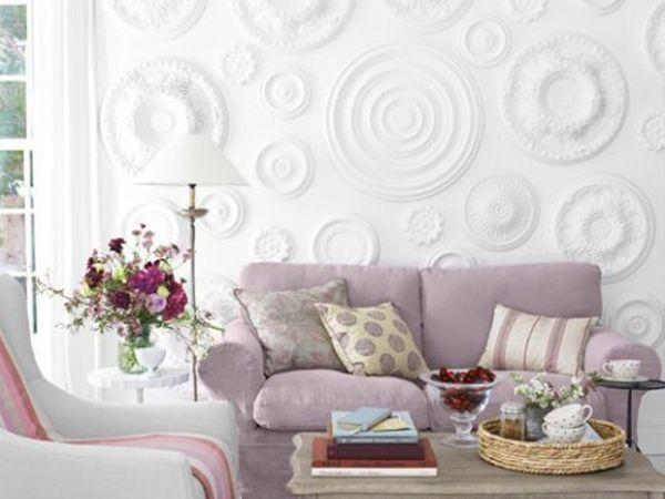 Украшение стен в квартире с помощью лепнины является достаточно редким. Потолочные розетки из полиуретана привлекают тем, что их можно перекрасить в любой цвет. Украсить лепниной можно абсолютно любую комнату в квартире.