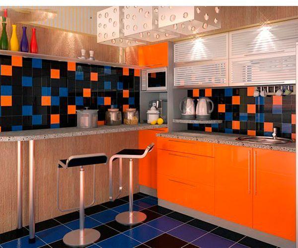 Темные цвета заставят и без того небольшую кухню казаться еще меньше. Используйте максимально возможное количество светлых цветов, а темные можно оставить для акцентов.