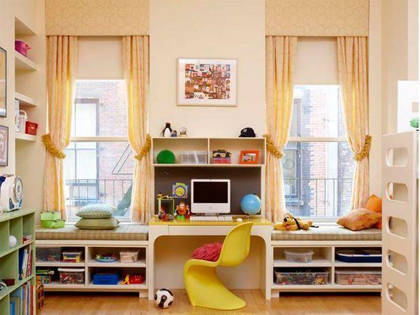 Для того чтобы использовать подоконник в качестве письменного стола, не испытывая проблем с осанкой и дискомфорта, высота рабочего стола должна быть примерно 75 см.