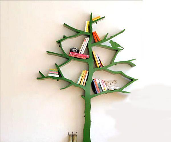 Полки в виде дерева, на мой взгляд, лучше всего будут смотреться в детской комнате. Можно дополнить композицию птичками, солнышком и другими персонажами.