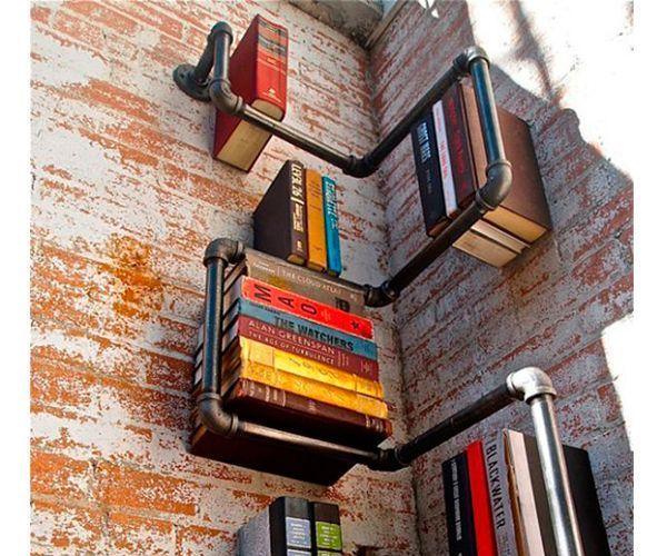 Порой необычные и красивые книжные полки можно делать из самых неожиданных материалов, например, из старых необработанных досок или водопроводных труб.
