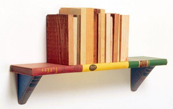 Старые, переработанные, повторно использованные книги становятся полками и даже стеллажами для других книг!  Собранные оригинальным способом книжные полки станут украшением  любого интерьера.
