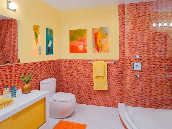Если для ванной использовать яркие аксессуары, то даже самое скучное и неинтересное помещение мгновенно превратится в радужное и яркое.