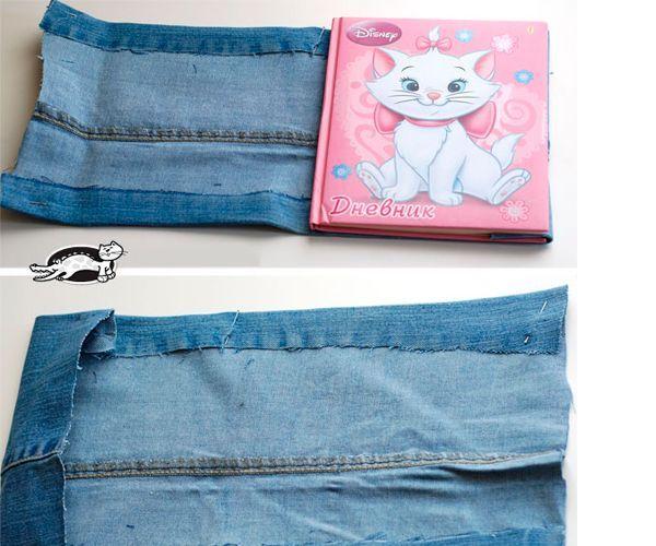 Теперь приступаем к декорированию. На лицевую сторону обложки пришиваем или приклеиваем джинсовый карман. В таком кармашке удобно будет хранить ручки или карандаши.