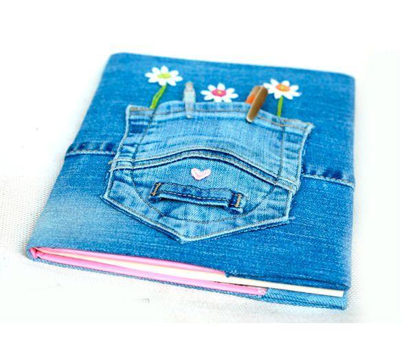 Для работы нам понадобится:  блокнот,  ненужные джинсы,  ножницы,  клей для ткани или горячий клей-пистолет,  швейные принадлежности, аппликация.
