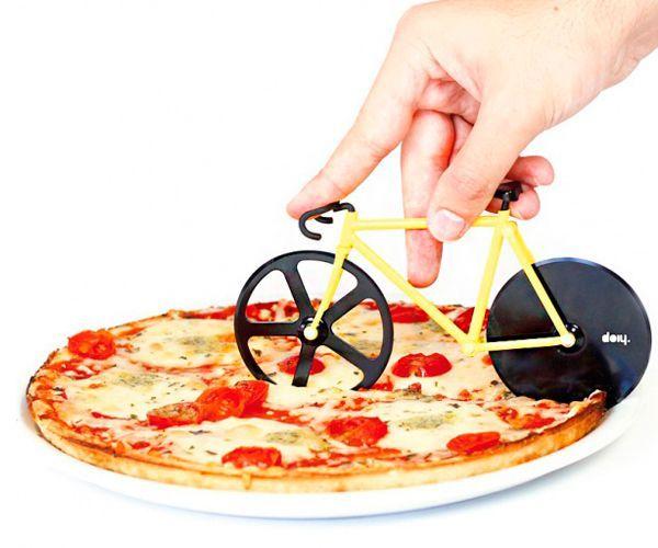 Креативный нож для пиццы в виде велосипеда обрадует любую хозяйку.