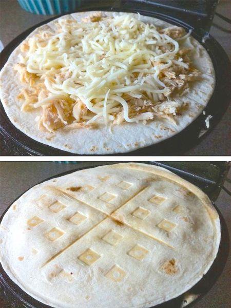 3. Возьмите два тонких блина или две основы для пиццы. Положите между ними начинку и запеките в вафельнице.