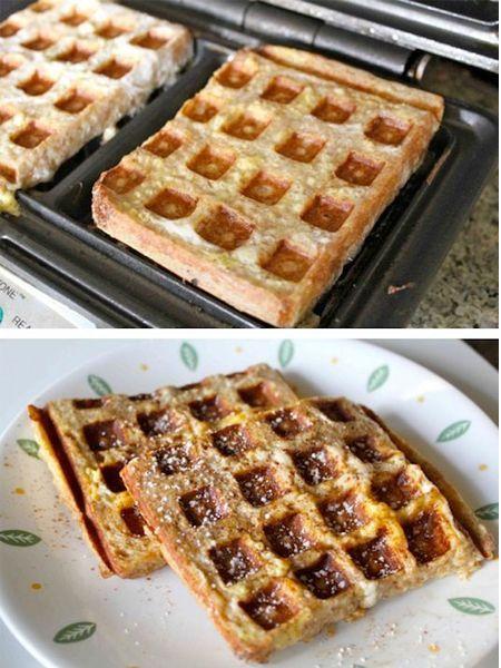 12. Обмакните хлеб во взбитое яйцо и обжарьте в вафельнице.