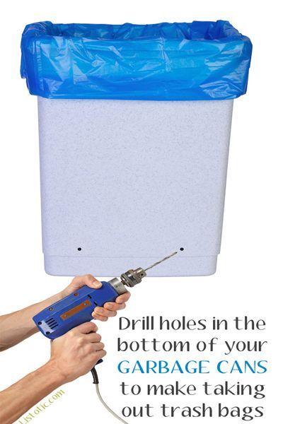Просверлите в мусорном ведре несколько дырочек, и вам гораздо легче будет достать пакет, поскольку нарушится вакуум.