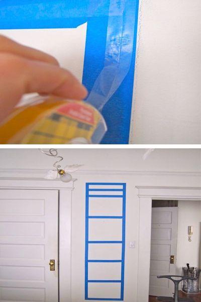 Чтобы повесить плакат или картину, не испортив стены, можно оклеить стену малярной лентой, после чего на нее приклеить двусторонний скотч, на который будет крепиться декор.