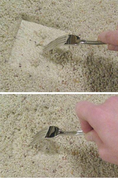 Примялся ворс на ковре? Распушить его можно вилкой.