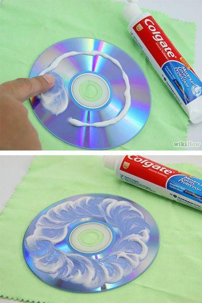 Царапины на диске можно убрать зубной пастой.