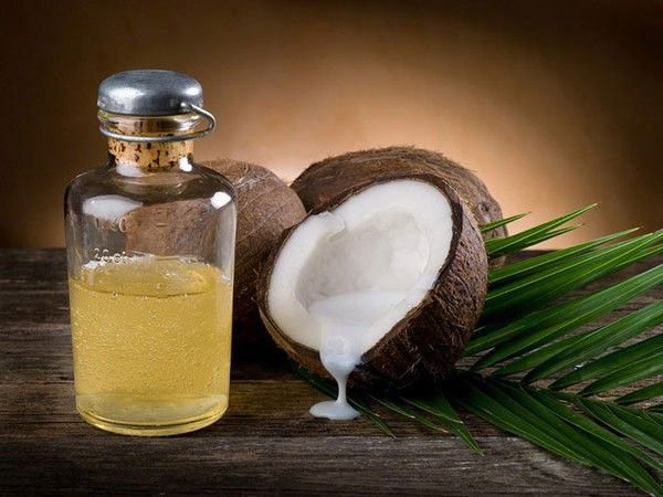 14. Купите кокосовое масло. Это лучший крем для тела, идеальная маска для лица и суперсредство для волос.