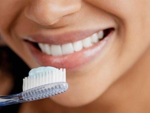 11. Чистите зубы до завтрака. Тогда вы не съедите накопившийся за ночь налет с бактериями.