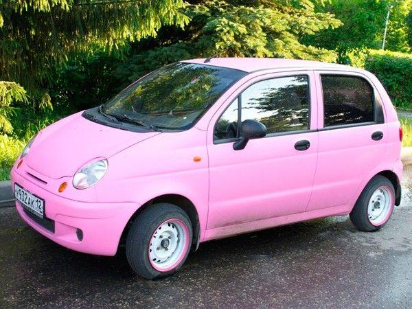 Daewoo Matiz. Основное достоинство этой машины заключаются в том, что она имеет небольшой размер и низкую цену. Данная машина отлично подходит, как вариант первого автомобиля.