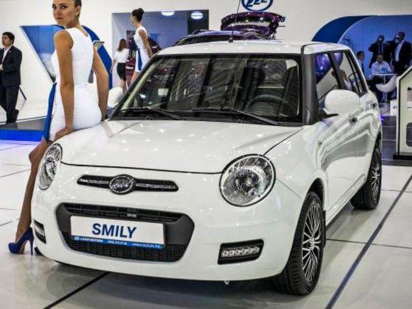 Lifan Smily. Большинству женщин очень нравится этот автомобиль. И это неспроста. Машина имеет небольшие размеры, красиво выглядит, а главное стоит совсем не много. Единственное, чего в ней не хватает, так это автоматической коробки передач.