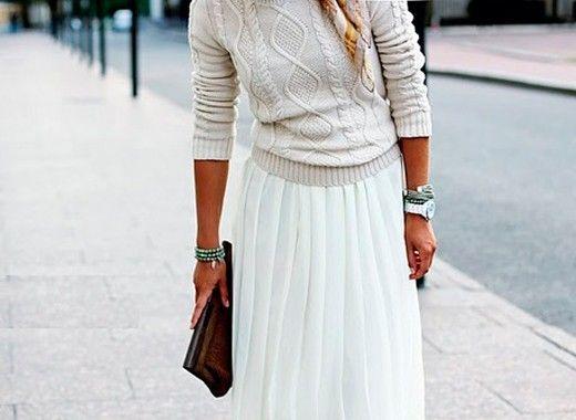 9. Длинная плиссированная юбка. Очень удобная и эффектная деталь одежды полюбилась многим модницам, однако в этом сезоне она больше не актуальна.