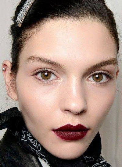 Идеи макияжа с темной помадой