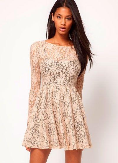 3. Ажурные ткани будут особо популярны в весенний и летний сезон. В таком платье ни одна девушка не останется незамеченной!
