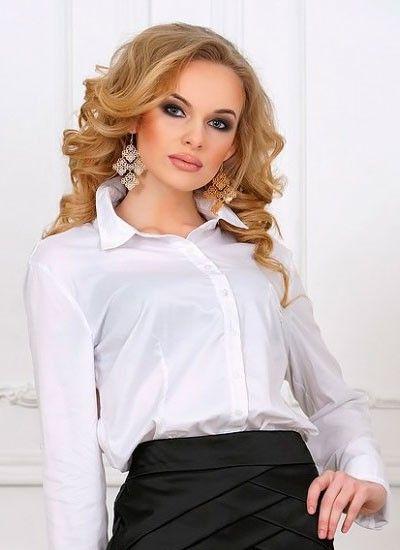 4. Белоснежная рубашка будет в тренде не только у офисных сотрудников. В наступающем году в гардеробе каждой девушки должна быть классическая блуза белого цвета.