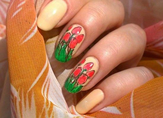 Весенний маникюр с тюльпанами