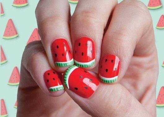 Летний маникюр с ягодами