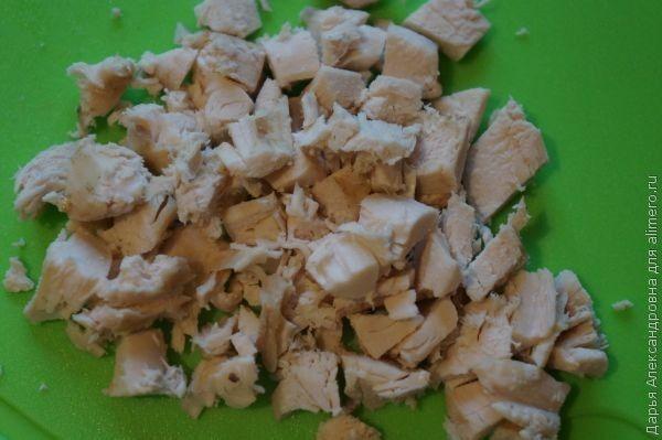 Салат с курицей и маслинами