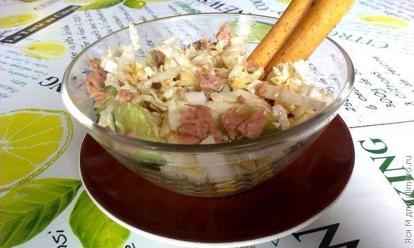 Салат с пекинской капустой и тунцом