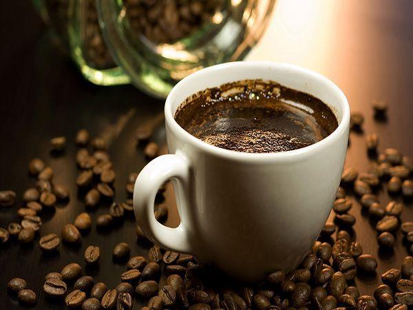 Считается, что здоровый образ жизни и кофе – понятия не совместимые, но на самом деле это не так. Натуральный молотый кофе, как и зеленый чай, является антиоксидантом, а также обладает мягким мочегонным действием, а значит, выводит из организма лишнюю жидкость. Так что чашечка свежезаваренного кофе с утра подарит бодрость и хорошее настроение.