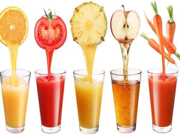 Пейте свежевыжатые соки. Регулярное их употребление активизирует обмен веществ, улучшает работу ЖКТ благодаря содержанию клетчатки в мякоти; повышает иммунитет и даже снижает холестерин крови. К тому же с соками в организм поступают полезные витамины и минералы в натуральном виде.