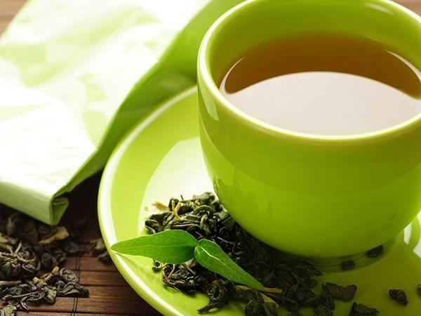 Зеленый чай содержит антиоксиданты, так необходимые для борьбы со свободными радикалами, а, следовательно, и для продления нашей с вами молодости и здоровья. К тому же считается, что он нормализует давление и укрепляет стенки капилляров.