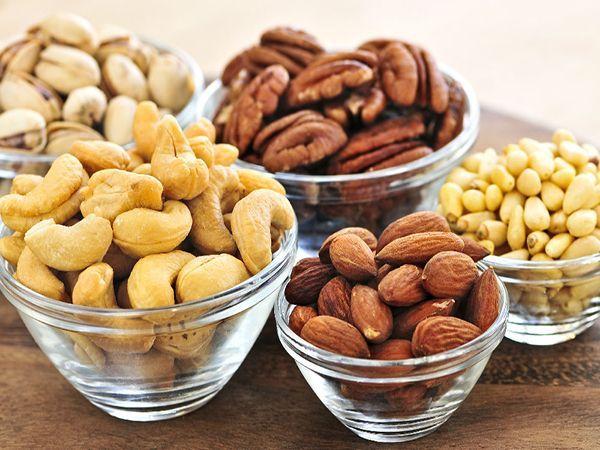 Все орехи богаты ненасыщенными жирами (полезными) и растворимой клетчаткой, которые снижают уровень так называемого плохого холестерина. Также практически все они содержат  витамин E, который положительно влияет на половую систему, как женщин, так и мужчин. Даже считается, что те, кто съедает по 60 г орехов 5 раз в неделю, живут в среднем на 2 года дольше!