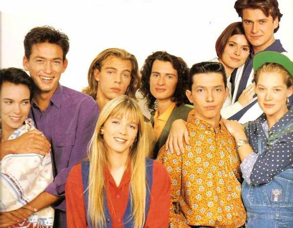 Но ничто не стоит на месте, мы взрослели, и менялись наши интересы. Это был первый «взрослый» сериал, который смотрели все мои одноклассники – и мальчишки, и девчонки. Я до сих пор помню имена героев :)