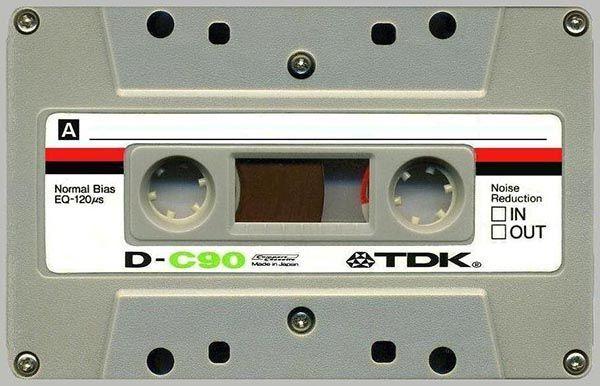 А какое счастье было достать кассету с записями любимого исполнителя! Или успеть записать понравившуюся песню с радио.