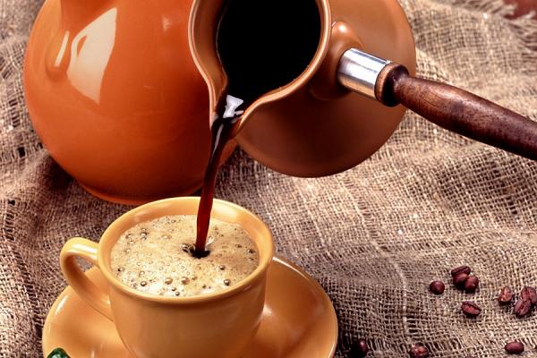 Люди, которые регулярно пьют кофе, на 80% меньше склонны к развитию цирроза печени.