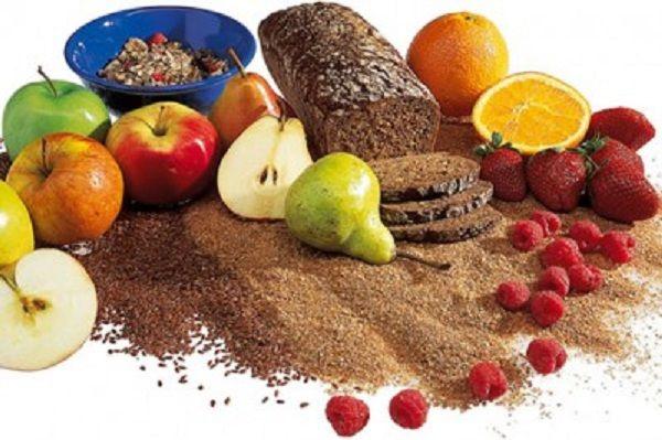 Миф №10: углеводы – основная причина лишнего веса. Факт: для организма углеводы – основной источник энергии. Чрезмерное их сокращение грозит плохим самочувствием. К тому же, отказ от них – это лишь кратковременное снижение веса, которое будет вызвано выводом воды из организма, так как углеводы способствуют накоплению жидкости. Сложные углеводы должны присутствовать в рационе обязательно. Идеальный суточный баланс – 50% от общего калоража.