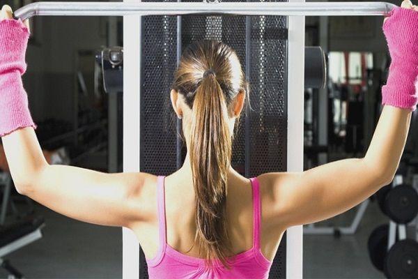 Миф №6: если делать упражнения, то можно похудеть безо всяких диет. Факт: физические нагрузки, которые могут выполнять большинство людей, ведут к снижению веса, только если человек одновременно соблюдает диету. Существуют научные исследования, показывающие, что неправильно подобранные нагрузки, например, слишком интенсивные, ведут скорее к набору веса, чем к его снижению.