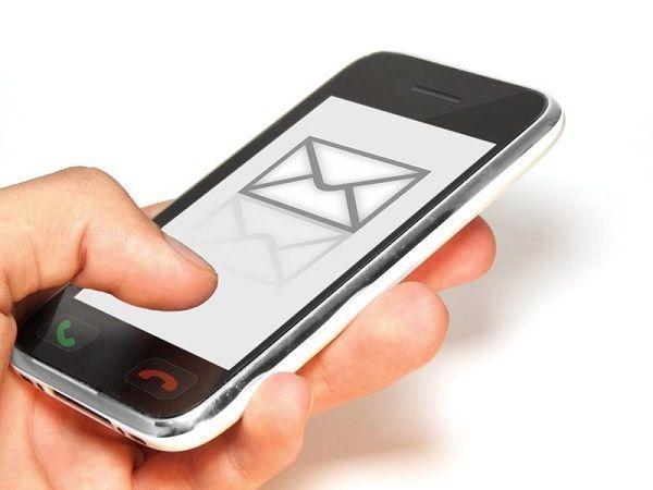 Если же вы не владелец «Мобильного банка», мошенники могут использовать другой способ - рассылка SMS- или MMS-сообщения с поздравительными открытками или ссылками на фотографии, возможно даже от имени вашего знакомого. Если перейти по ссылке, со счёта списывается часть денег, или в телефон загружается вирус.