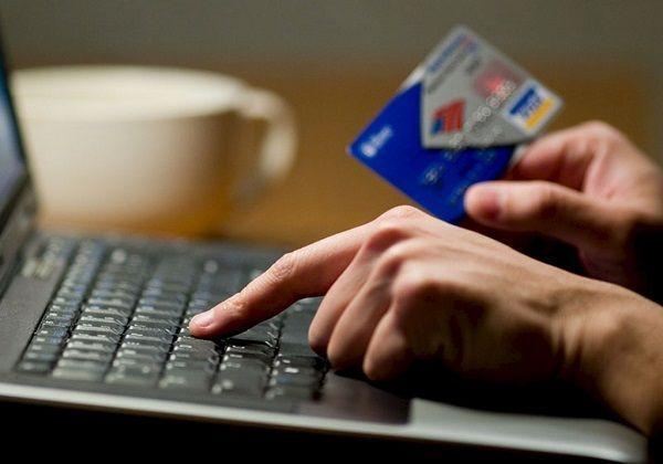 Регулярно просматривайте свои операции по банковским картам, и если заметили какие-то движения денег, о которых вам ничего не известно, обратитесь в банк.