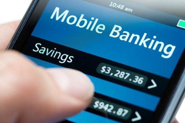 Мошенники рассылают владельцам мобильных устройств, у которых подключена услуга  «Мобильный банк», сообщения с предложением загрузить открытку или подарок по ссылке. Но пройдя по ней, пользователь вместо обещанного подарка скачивает себе программу, которая способна без участия абонента запрашивать баланс, пополнять счет с банковской карты, если она привязана к номеру, и далее выводить денежные средства с лицевого счета абонента на электронные кошельки мошенников.
