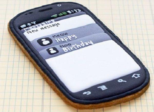 Печенье для мальчишек – мобильный телефон.