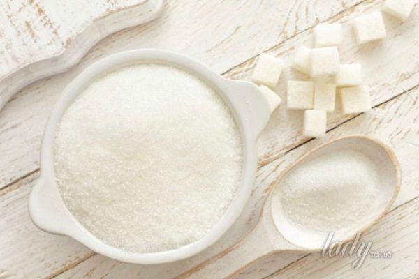 Рафинированный сахар и крахмал – это источники возбуждения аппетита, так как, попадая в организм, они повышают количество сахара в крови. Поэтому лучше всего употреблять его натуральные заменители – для пользы фигуры и здоровья.